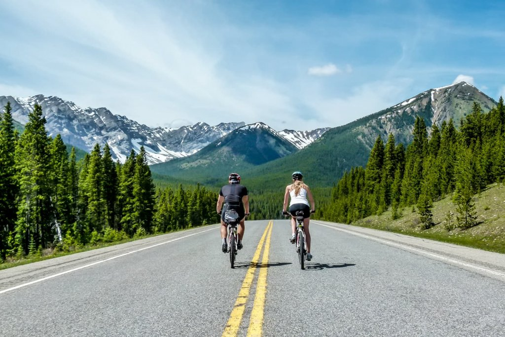 Highwood Pass, biking the highest paved pass in Canada