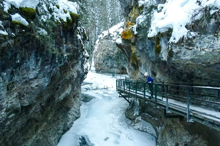 Ice walk Johnston canyon