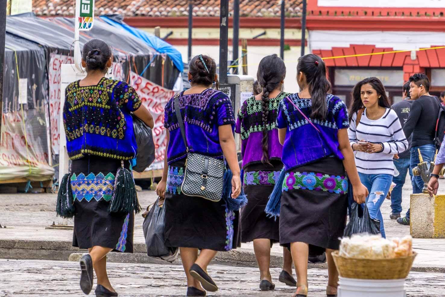 streets-of-san-cristobal-de-las-casas-mexico-2