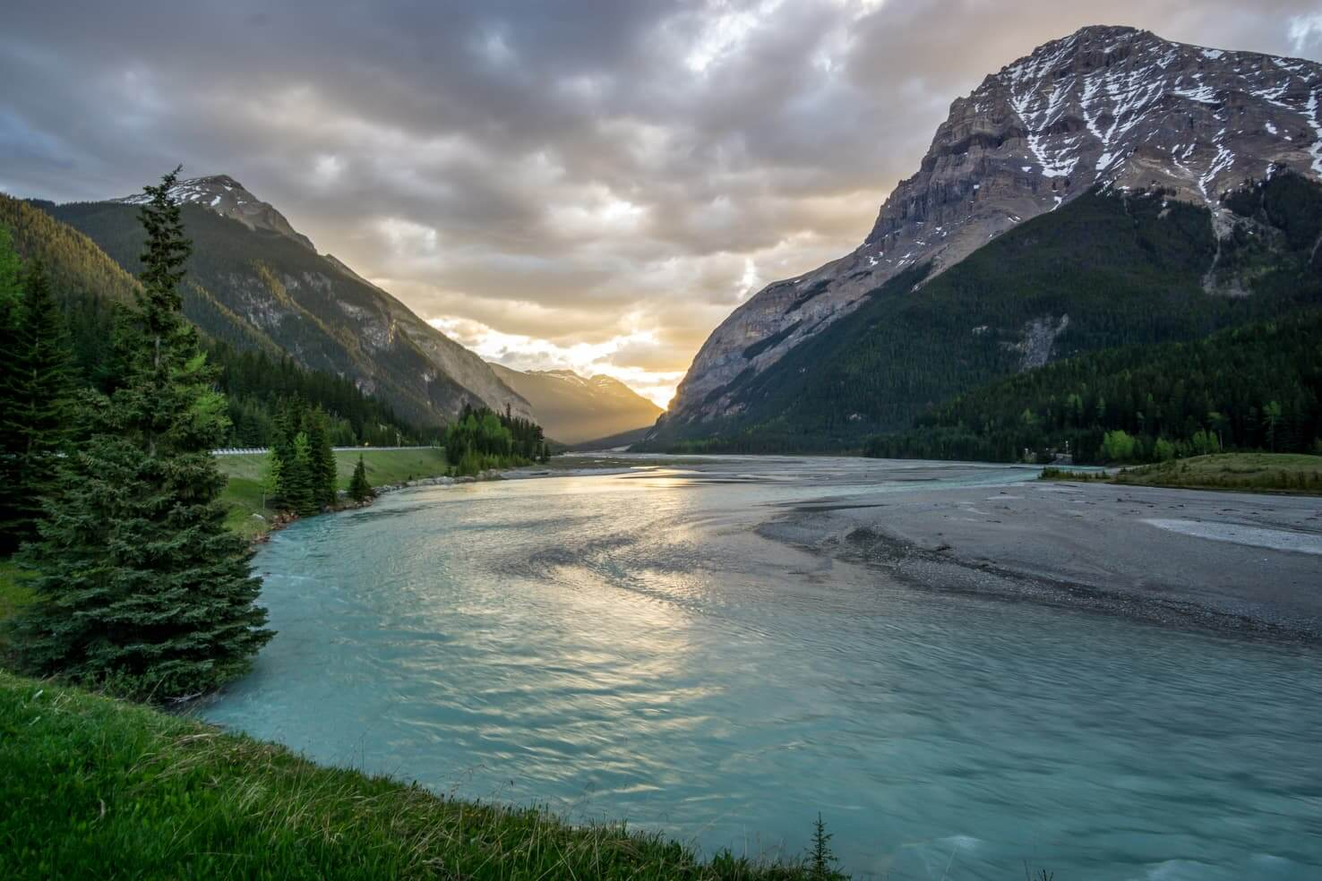 100 best things to do in Banff National Park, Canada - Raft down the Kicking Horse River