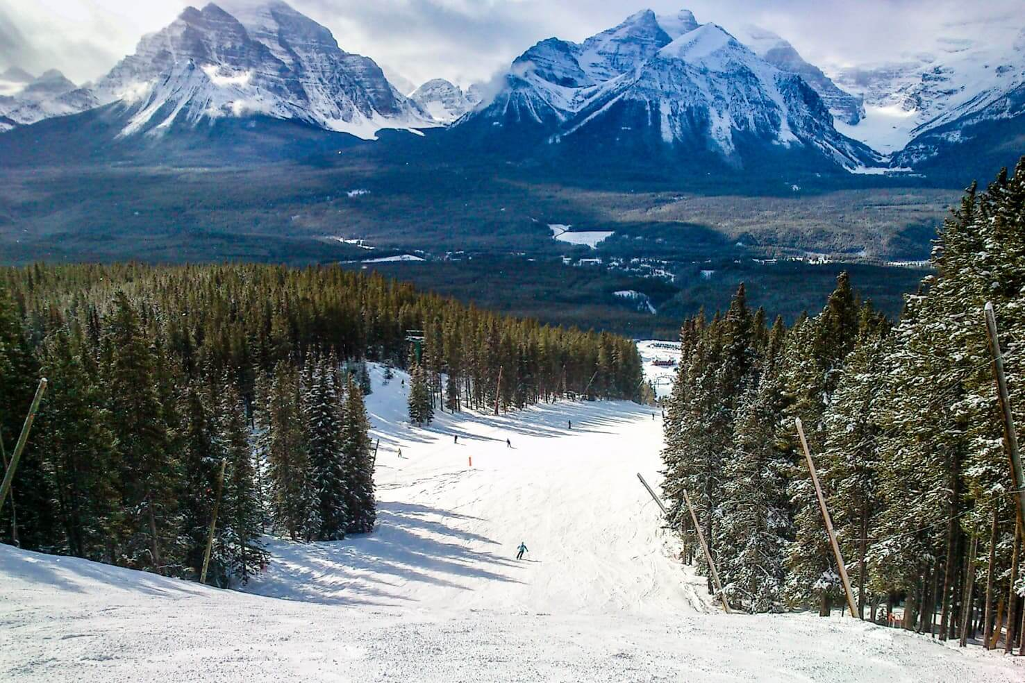 100 best things to do in Banff National Park, Canada - Ski at world class Lake Louise resort