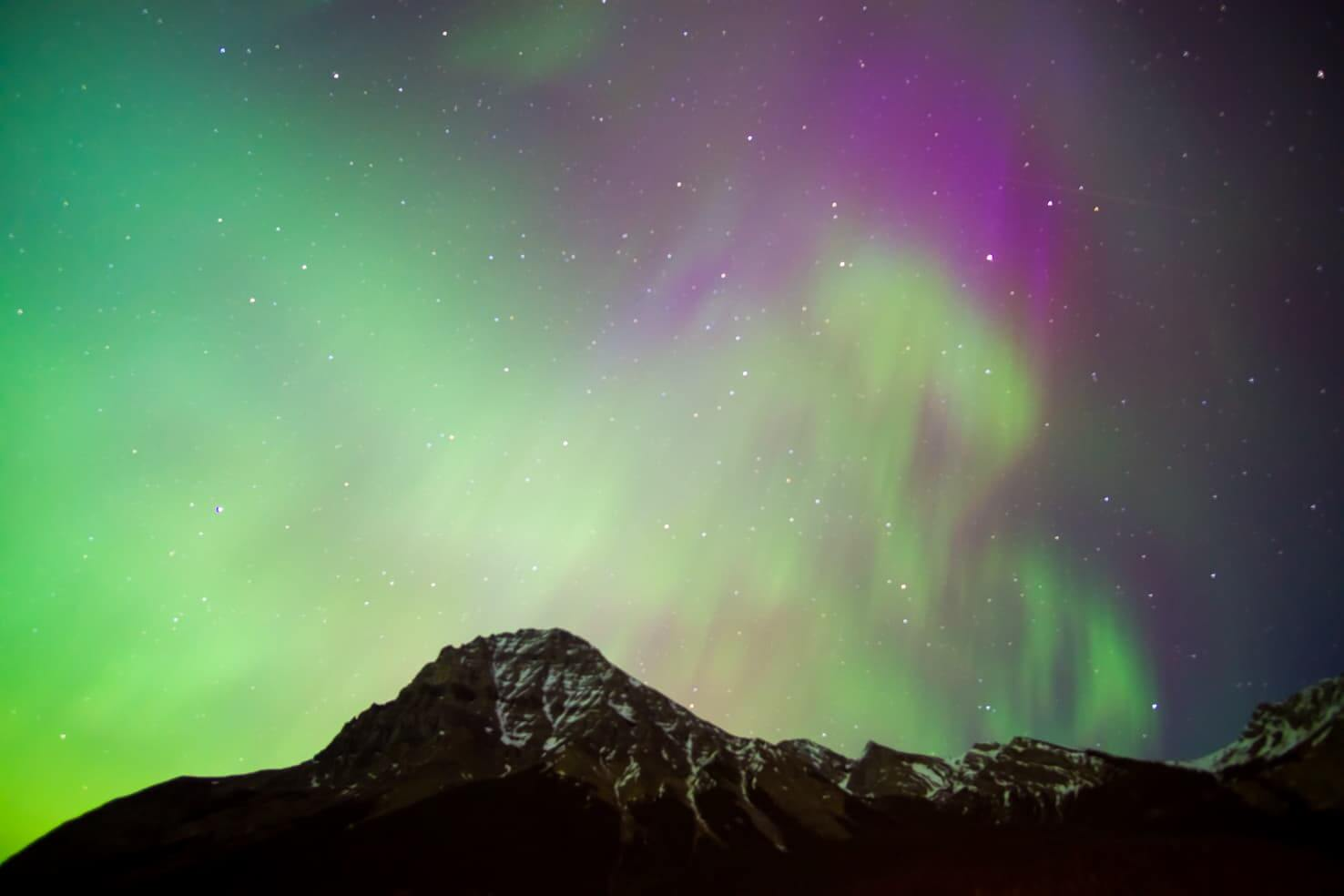 100 best things to do in Banff National Park, Canada - Watch northern lights