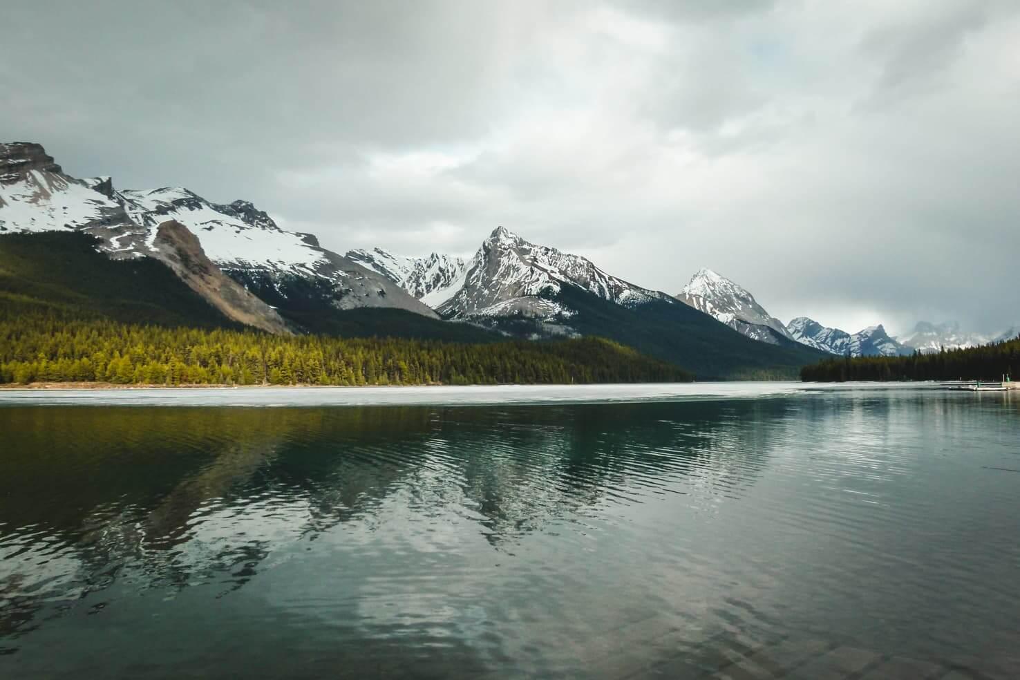 Hiking in Jasper National Park - Maligne Lake Hike