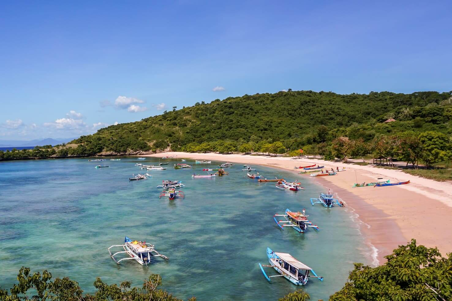 How to be a responsible traveler - Pink Beach, Lombok, Indonesia