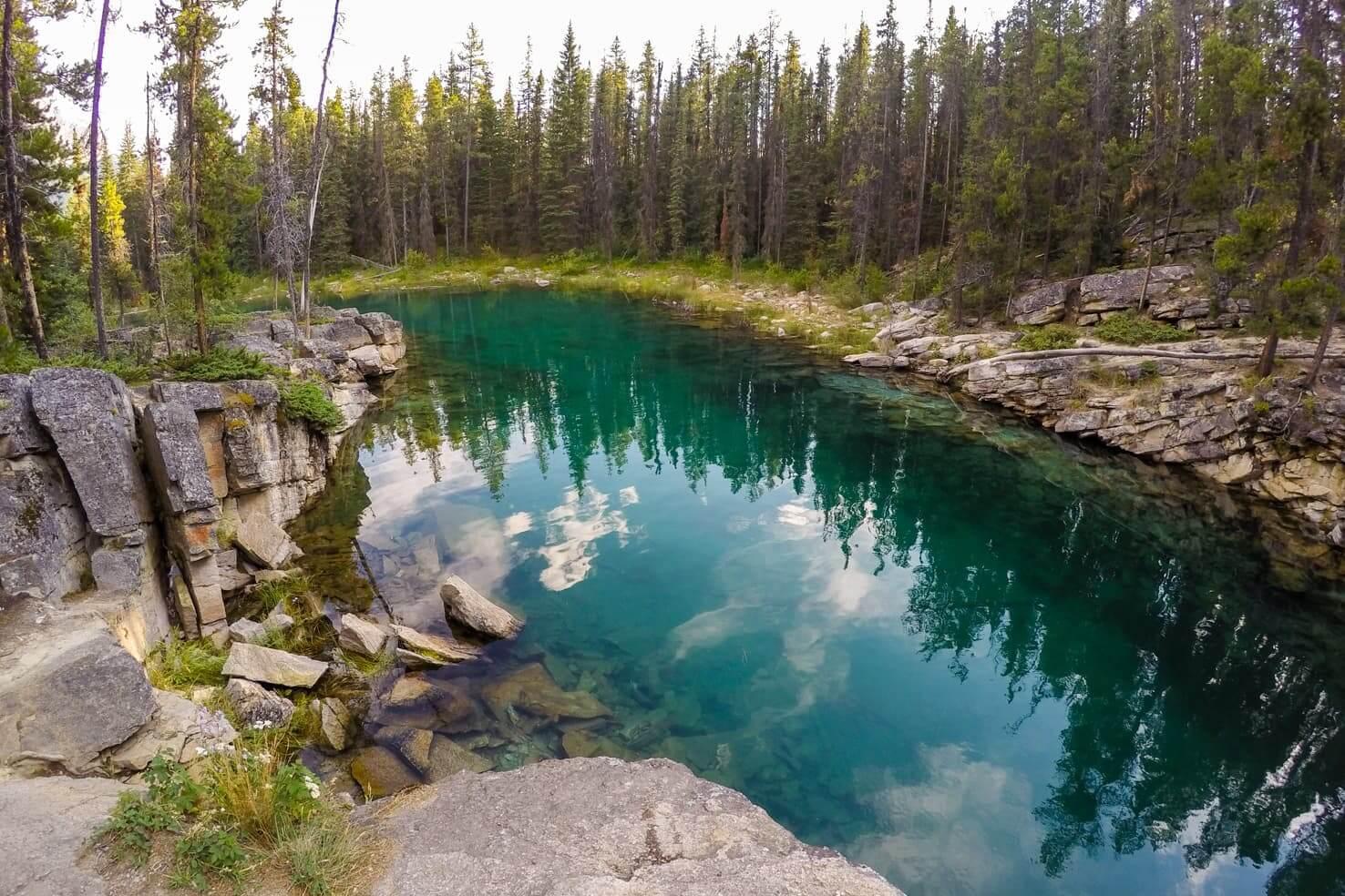 Adventure travel guide to Jasper National Park - Horseshoe Lake