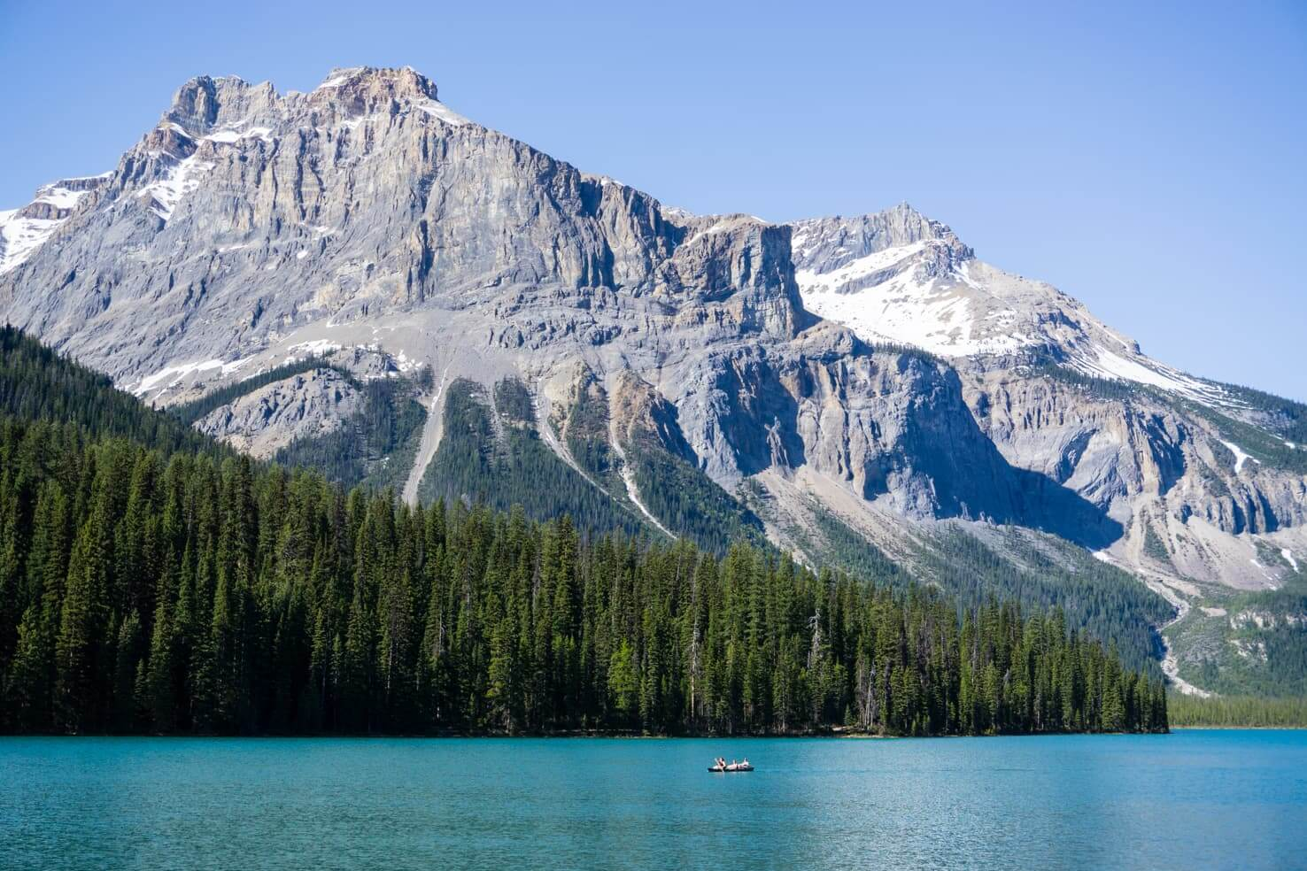 Adventure travel guide to Yoho National Park - Canoe on Emerald Lake