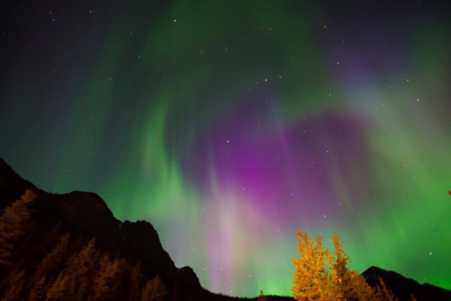 Adventure travel guide to Yoho National Park - Northern Lights