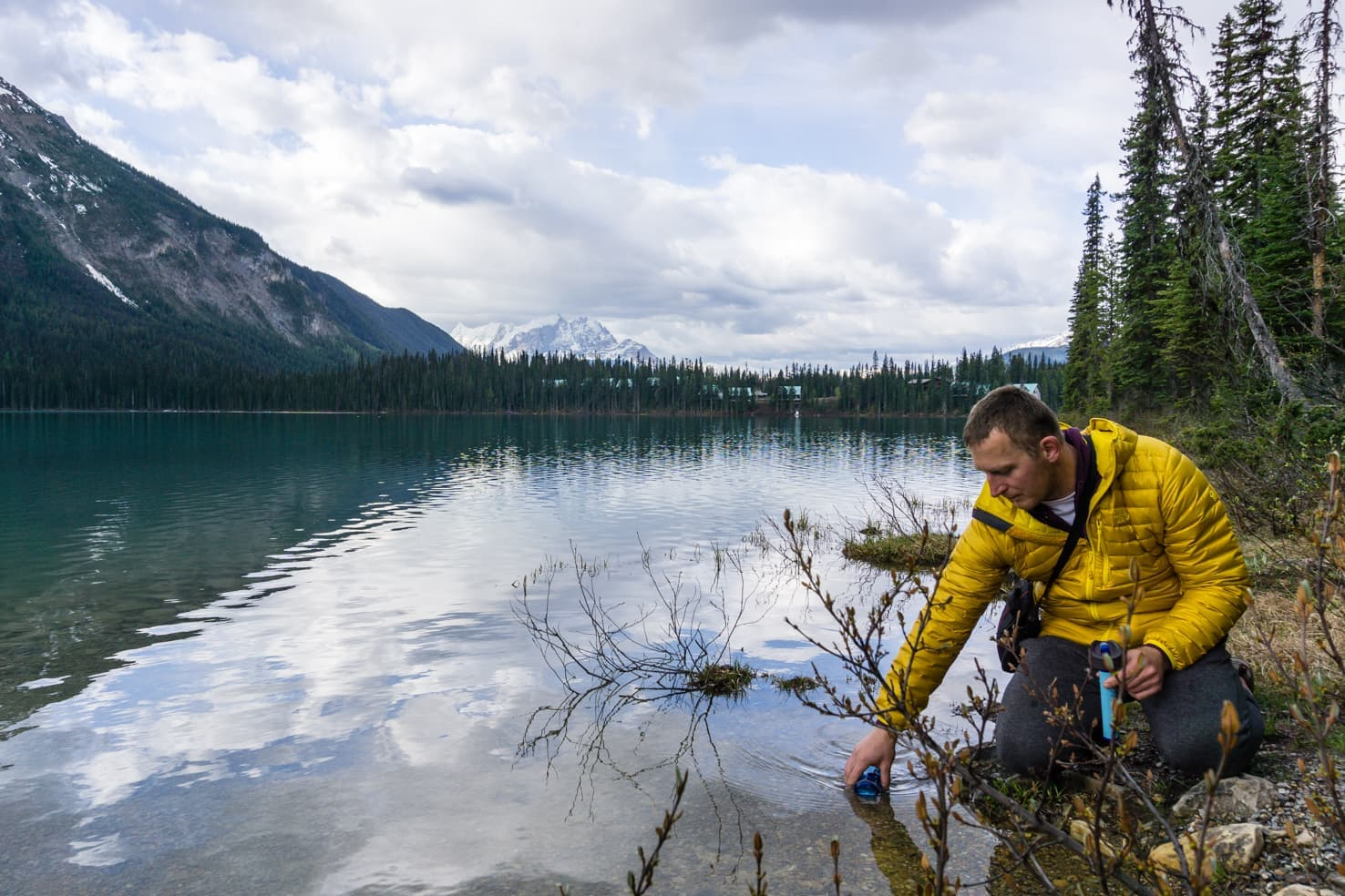 Hiking packing list for summer in the mountains - Emerald Lake in Yoho National Park, Canada