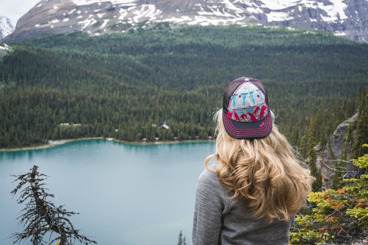 Hiking packing list for summer in the mountains - Lake O'Hara ,Yoho National Park, Canada-3