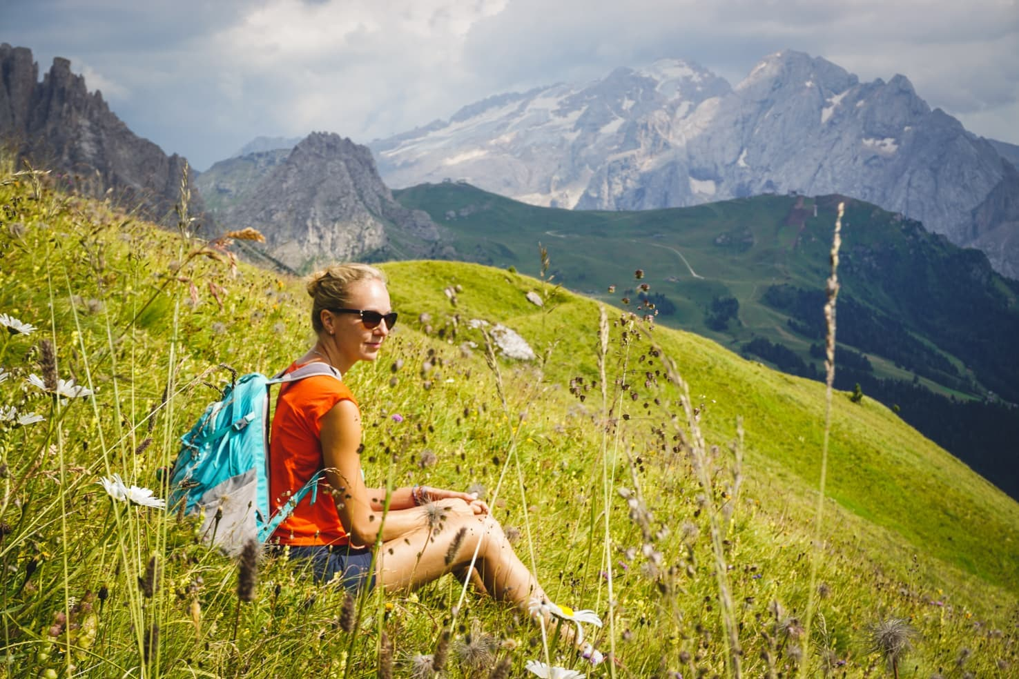 Hiking packing list for summer in the mountains - hiking in Italian Alps-3