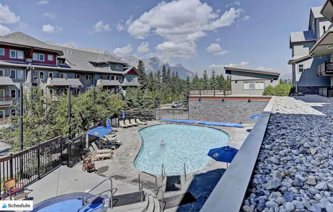2-bedroom condo with a pool & hot tub