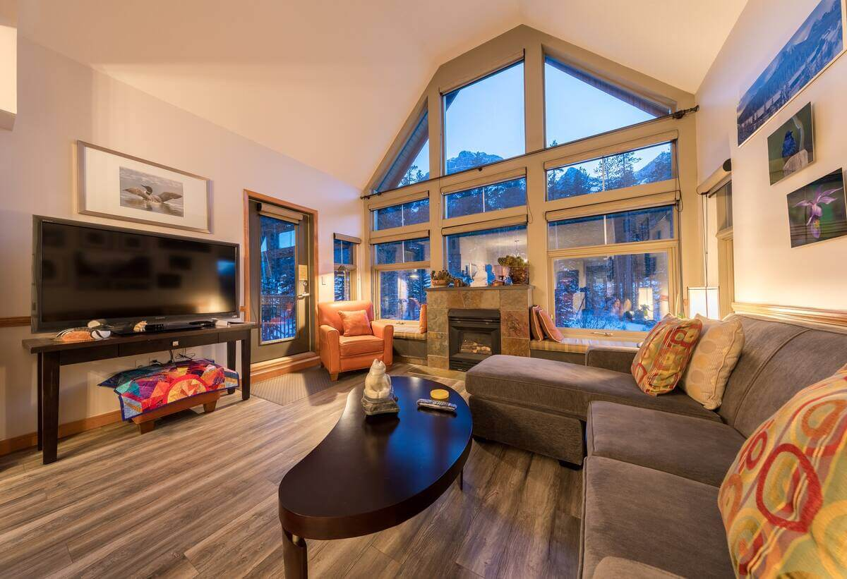 Comfortable, quiet condo with fabulous views